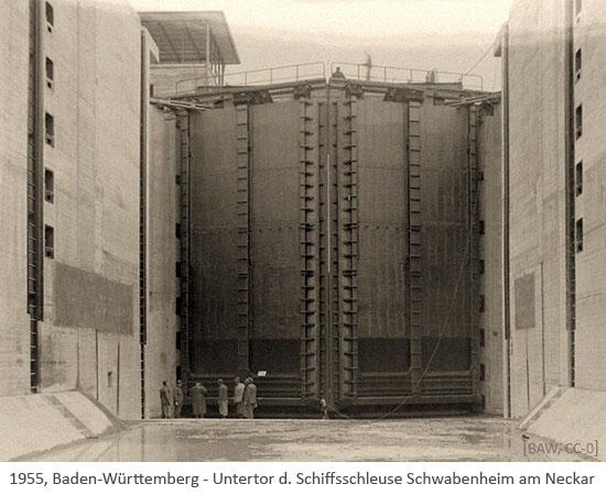 sw Foto: riesiges Untertor d. Schiffsschleuse Schwabenheim am Neckar - 1955, Baden-Württemb.