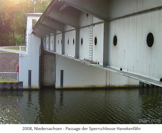 Farbfoto: Passage der Sperrschleuse Hanekenfähr - 2008, Niedersachsen