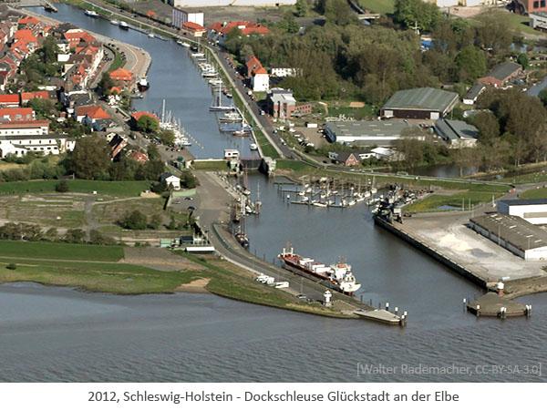 Farbfoto: Luftaufnahme der Dockschleuse Glückstadt an der Elbe - 2012, Schleswig-Holstein