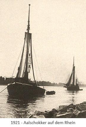 sw Foto: Aalfangschiffe unterwegs auf dem Rhein - 1921