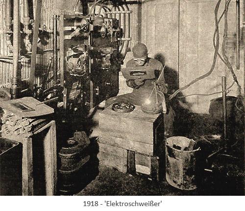 sw Foto: Schweißer mit kleiner Schutzbrille und zusätzlichem Schutzschild - 1918