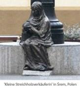 Farbfoto: Statue einer kleinen sitzenden Streichholzverkäuferin in Śrem - 2009, PL