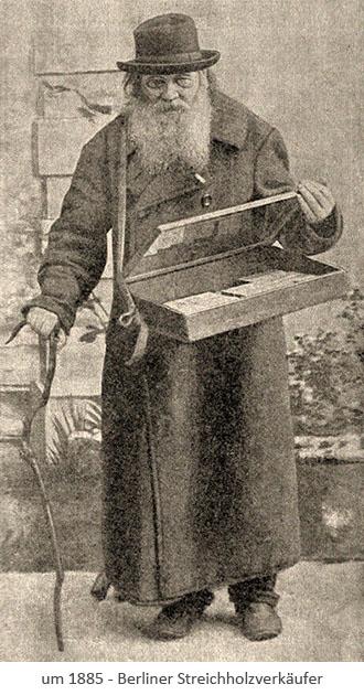 sw Foto: bärtiger Alter am Stock mit Streichholzschachteln im Bauchladen ~1885, Berlin