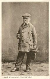 sw Fotopostkarte: Streichholzverkäufer Karl Winterkorn ~1920