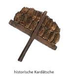 Farblitho: historische, 2reihig mit Distelköpfen bestückte Kardätsche