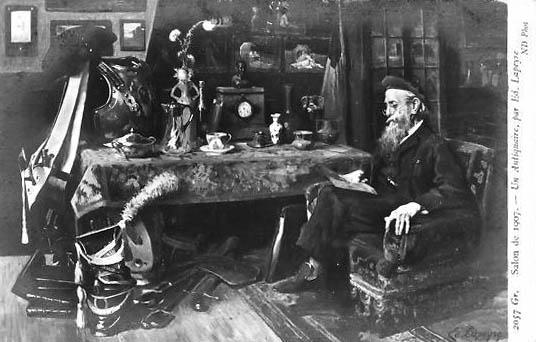 sw-Postkarte: Antiquitätenhändler in seinem Laden sitzend