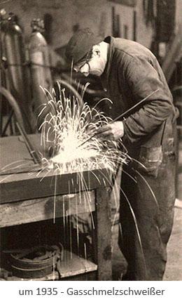 sw Postkarte: Schweißer arbeitet mit Gasbrenner ~1935