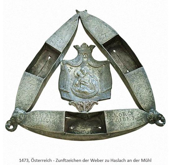 Farbfoto: Dreieck aus 3 metallenen Weberschiffchen, mittig Marienbild - 1473, AT
