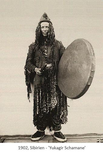 sw Foto: Yukagir Schamane mit Trommel - 1902, Sibirien
