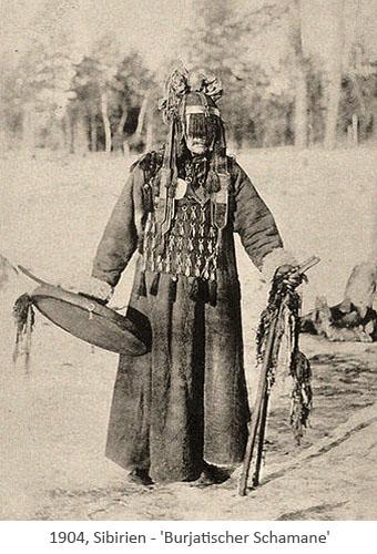sw Foto: Burjatischer Schamane mit Trommel und Ritualstab - 1904, Sibirien