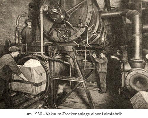 sw Foto: Beschäftigte in der Vakuum-Trockenanlage einer Leimfabrik ~1930