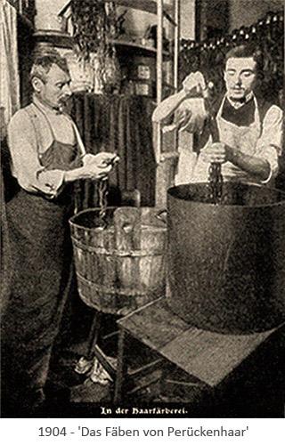 sw Foto: 2 Männer färben Perückenhaar - 1904