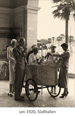 sw Fotopostkarte: Touristen umringen einen Eisverkäufer ~1920, Italien