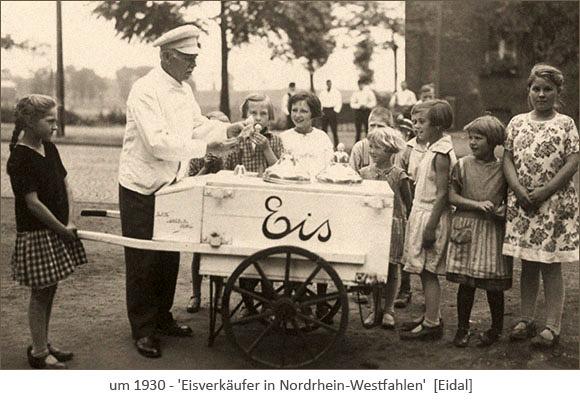sw Foto: Kinder stehen an einem Eiskarren Schlange ~1930, NRW