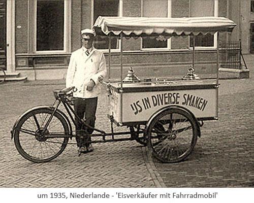 sw Fotopostkarte: Eisverkäufer mit Fahrradmobil ~1935, Niederlande