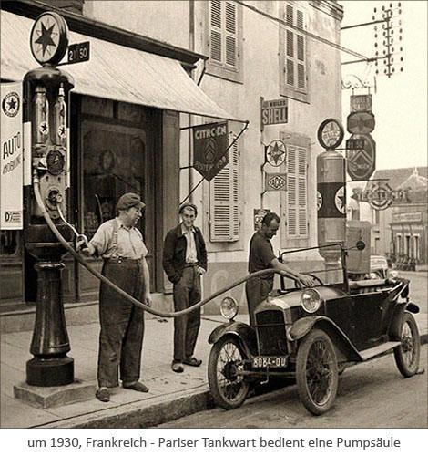 sw Foto: Pariser Tankwart bedient eine Pumpsäule ~1930, Frankreich