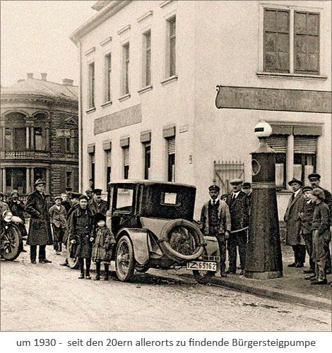 sw Foto: seit den 20ern allerorts zu findende Bürgersteigpumpe ~1930