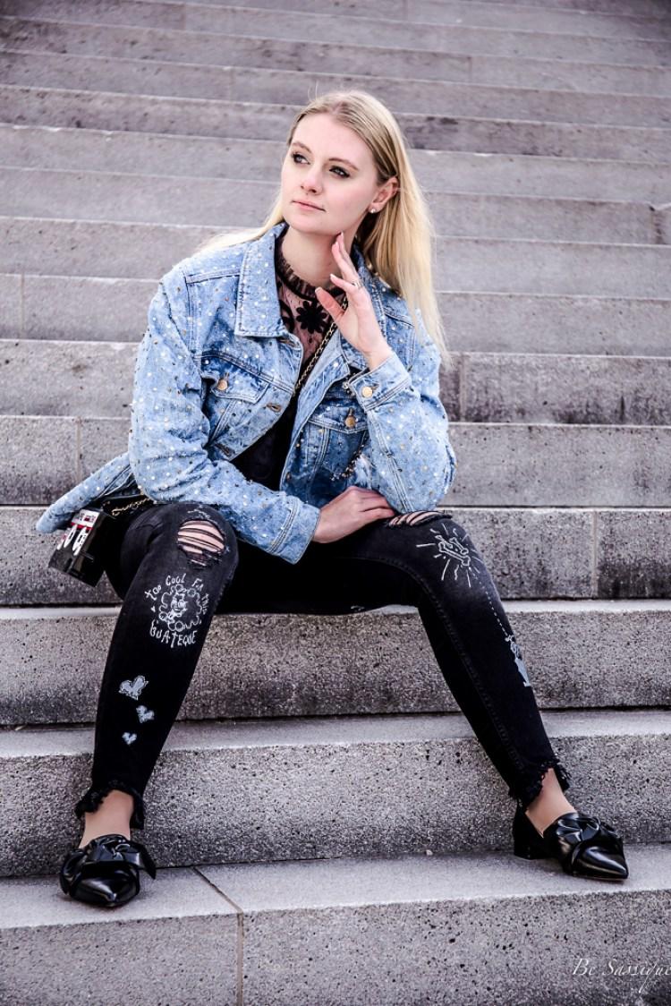 Slow Fashion - mehr als nur ein schneller Trend? 5 Tipps wie du ganz einfach die Langsame Mode in deinen Kleiderschrank integrierst. Egal ob Upcycling, Bazar, oder einfach aufheben. Outfit: Zara Jeansjacke mit Pailletten, Painted Jeans, Spitzentop.