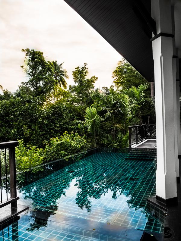 Bayan Tree Koh Samui Thailand, ist ein Luxus Hotel in Lamai in der Nähe von Chaweng. In diesem Beach Resorts gibt es private Villa mit eigenen Pools. Außerdem gibt es einen Infinity Pool und einen privaten Strand. Willkommen im Paradis! Mehr findest du auf www.besassique.com