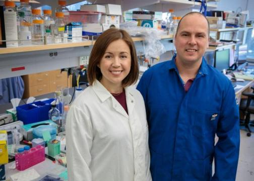 Stephanie Correa and Edward van Veen in Correa's UCLA laboratory