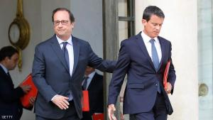 French President Francois Hollande (L) stands as French Prime Minister Manuel Valls leaves after a defence council at the Elysee palace, in Paris, on August 11, 2016. / AFP / PATRICK KOVARIK        (Photo credit should read PATRICK KOVARIK/AFP/Getty Images)