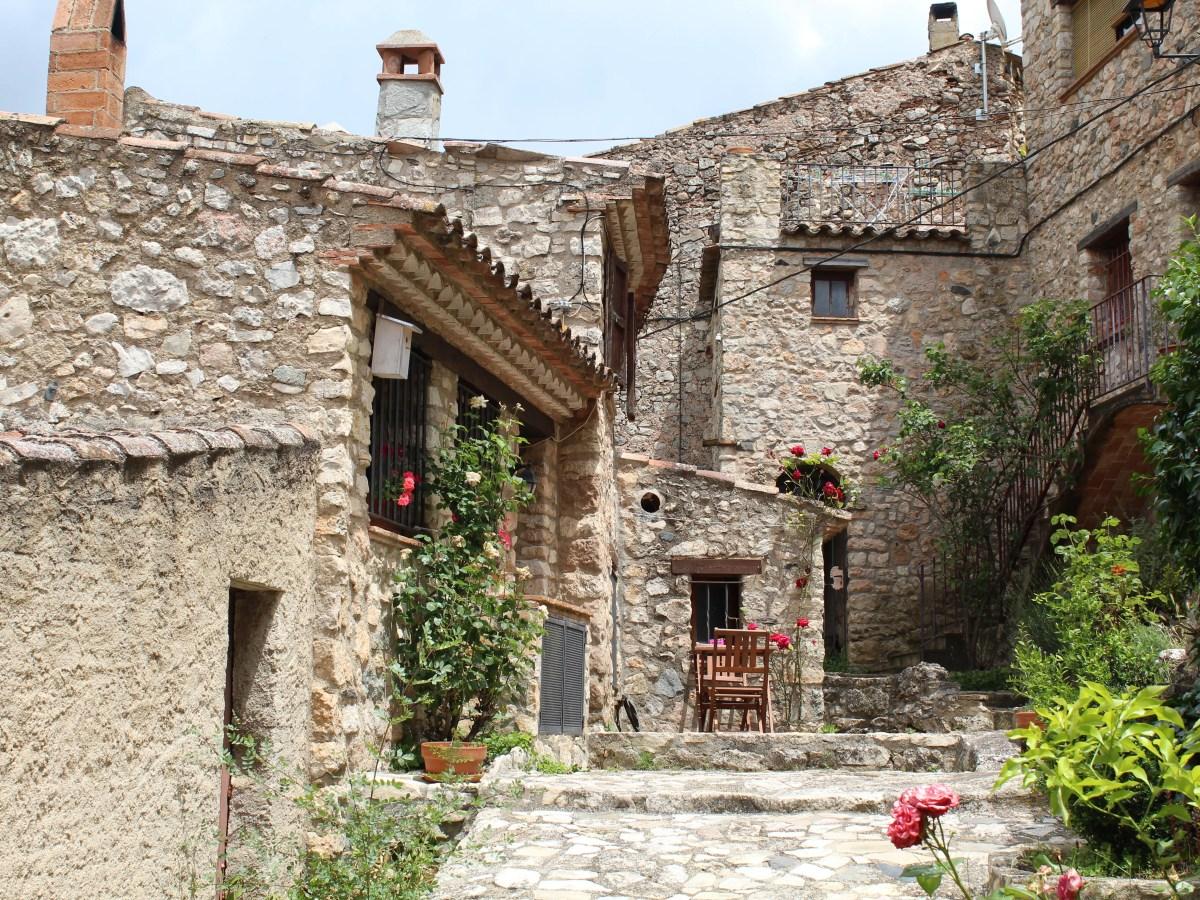 Beautiful stone houses in Farena