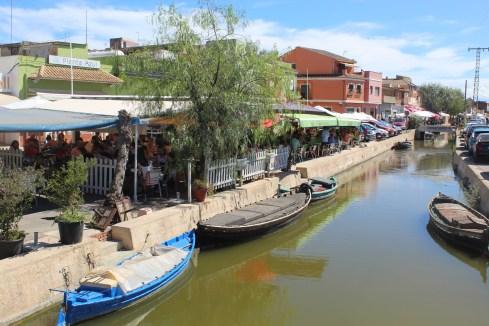 Restaurants at the canals in El Palmar