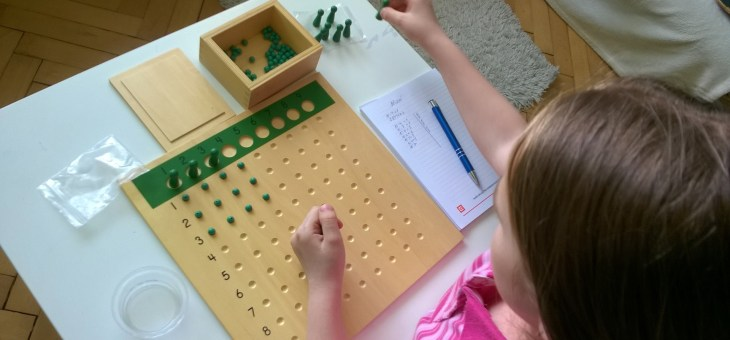 Montessori tabulka pro dělení
