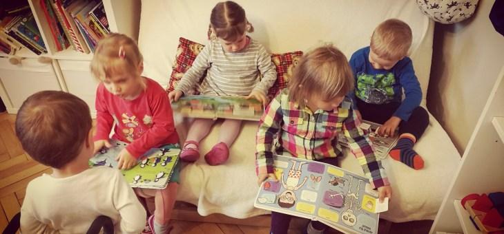 Čtení knih u nás ve školičce