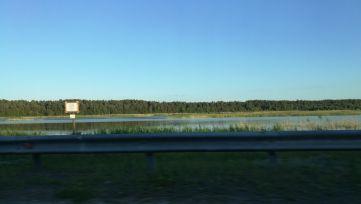 Rovinná oblast se spousty jezer