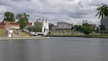 V dálce katedrála v Minsku