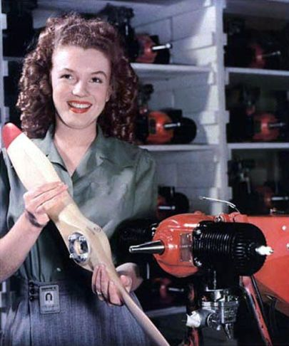 Elle ne s'appelle pas encore Marylin et oeuvre dans la fabrication de drones à la Radioplane Company (1944)