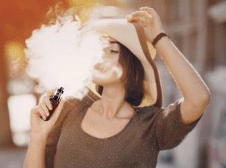 woman vaping smok morph 219