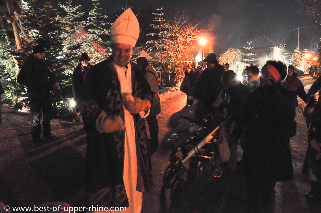 Saint Nicholas was waiting for the children at the entrance of the village.