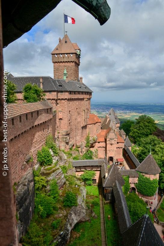 1900-1908: the German Emperor rebuilt the castle ...