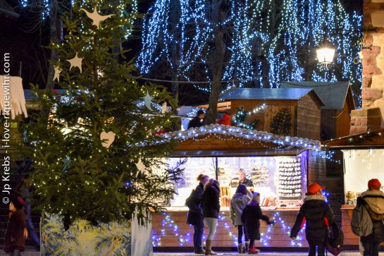 Riquewihr Christmas market is open daily, even on weekdays.