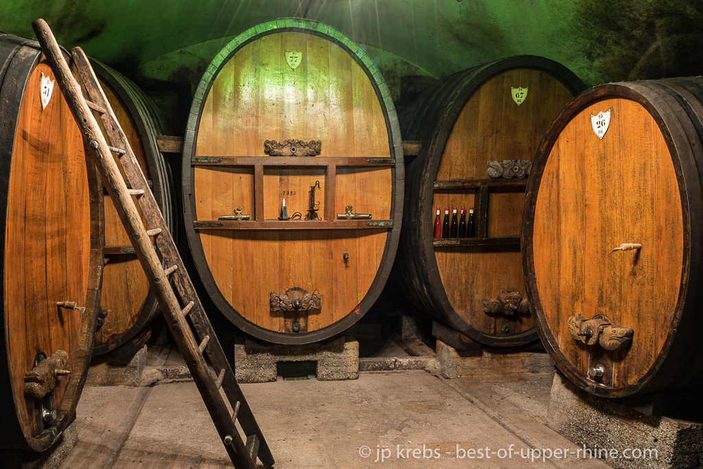 Alsace Wine Route : open wine cellars in Mittelbergheim