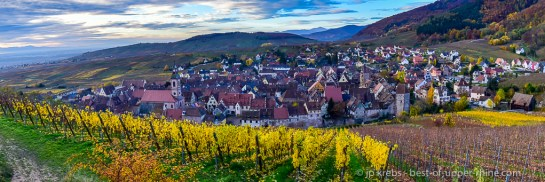 The OLD WINERY, LUXURY HOLIDAY ACCOMMODATION facing the Grand Cru Schoenenbourg vineyard in Riquewihr - Autumn