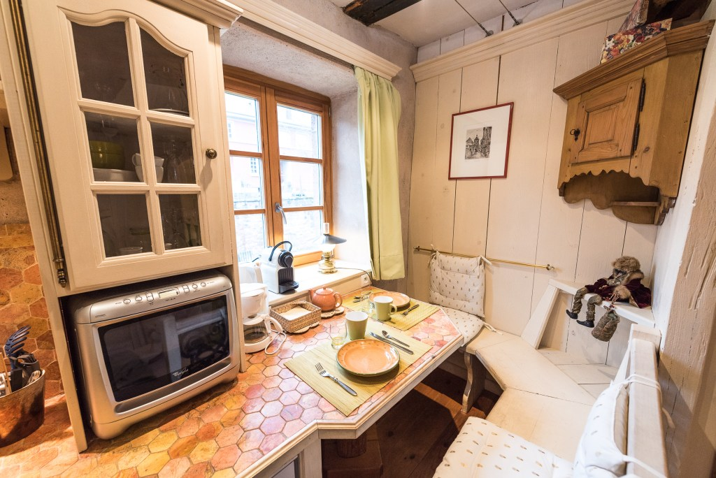 The eating place of The Gobelin's romantic Studio, charming studio with great comfort and Large double bed in Riquewihr for 2 persons