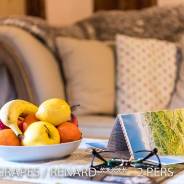 The living room of the Fox & Grapes, romantic and charming apartment for 2 adults is a nice place to program your trip