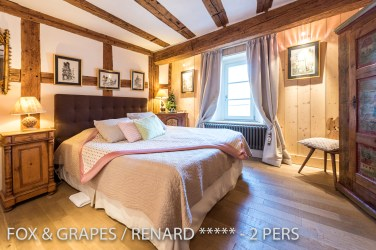 The bathroom of the Fox & Grapes, romantic and charming apartment for 2 adults is located in the medieval heart of Riquewihr in Alsace