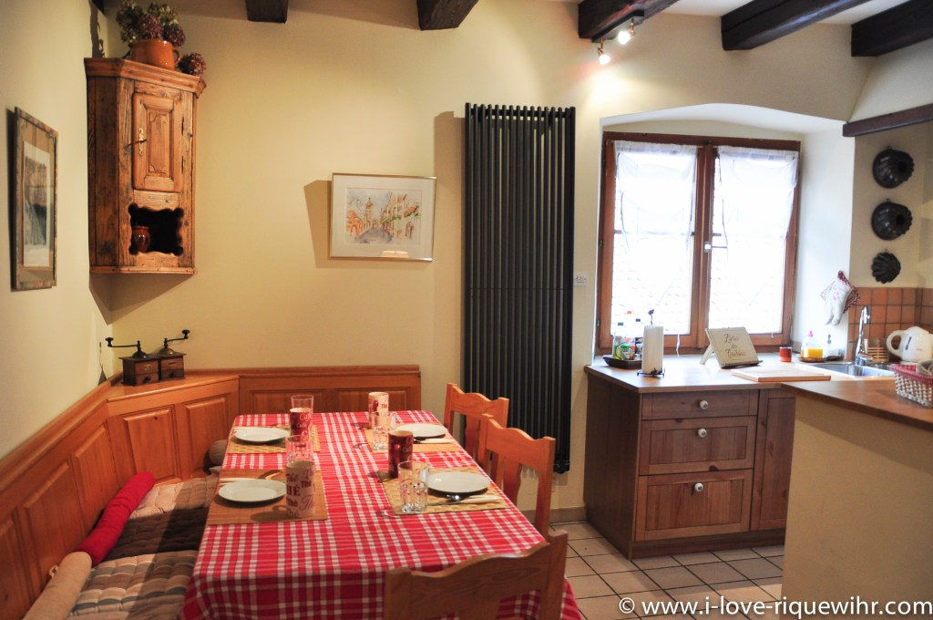 The dining room of Riesling in Riquewihr, beautiful and charming apartment for 2-4 adults is located in the medieval heart of Riquewihr in Riquewihr Alsace