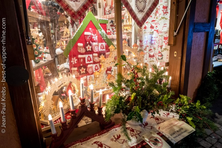 Magic of the decoration of a chalet in the Christmas market of Colmar.