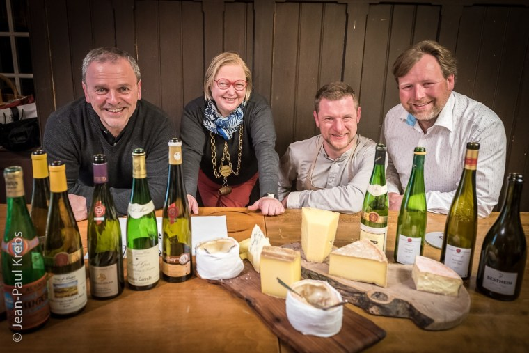 Alsace wines and cheese workshop with Jean-François Antony. From left to right, Eric Fargeas, General Delegate of the Brotherhood, Martine Becker, Grand Master 2018, Jean-François Antony, Cheese Master, Ignace Kuehn, Major 2018. Fine cheeses and fine wines from the wine cellar of the brotherhood. This kind of workshop is open to everyone.