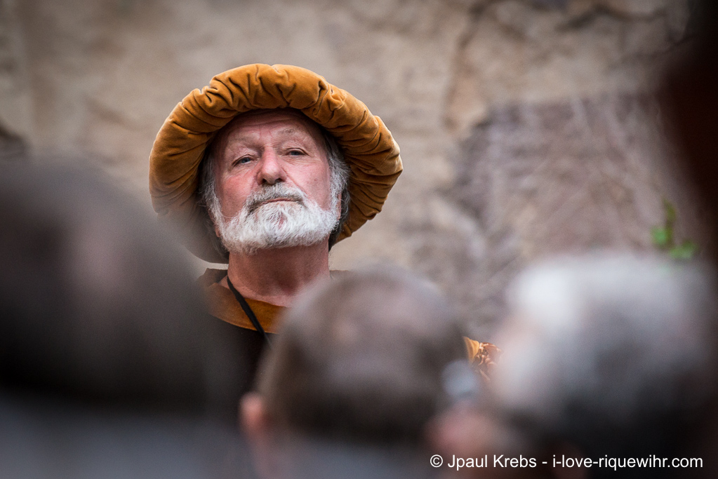 Daniel Ehret, in costume of 16th century, invites us to follow him through Riquewihr ... So follow the guide!