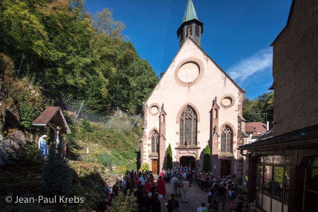 Every year, the festivities of the Pfifferdaj are closed the following Sunday with the procession to the Pilgrimage of Our Lady of Dusenbach.