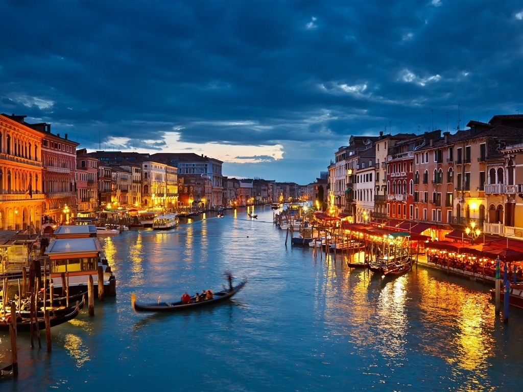 https://i1.wp.com/best-wallpaper.net/wallpaper/1024x768/1202/The-lights-of-Venice-Canal-at-night_1024x768.jpg