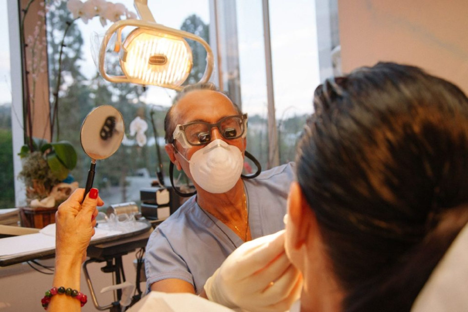 celebrity-dentist-mobasser-lab-and-his-patient