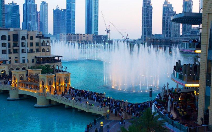 Dubai Fountain is the world's tallest water fountain