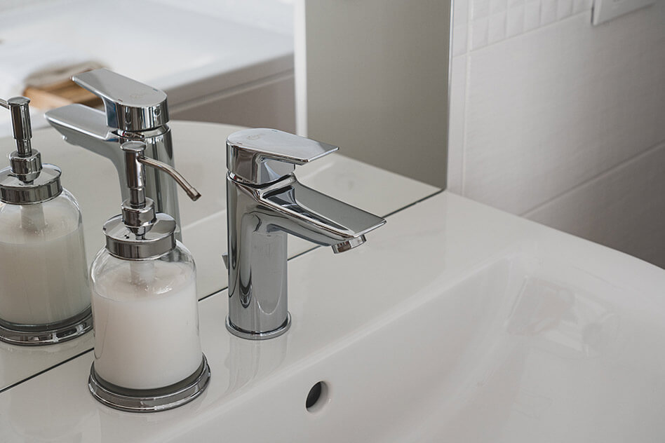 how to tighten moen bathroom faucet handle